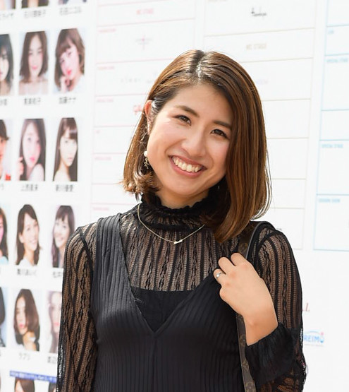 #1 小橋美咲さん「レース×黒の甘辛MIXコーデ」