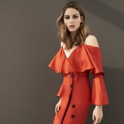 オリヴィア・パレルモがバナナ・ リパブリックとのコラボデザインドレスを初披露