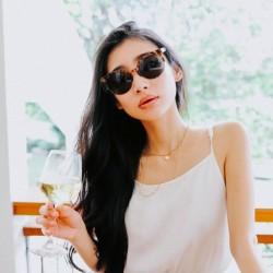 【カメラ片手に立ち話。@sakiiiya】#22 艶肌もみずみずしいワインも、光次第。