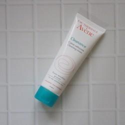 脂っぽさ、毛穴が気になる敏感肌に【アベンヌ】洗顔フォーム