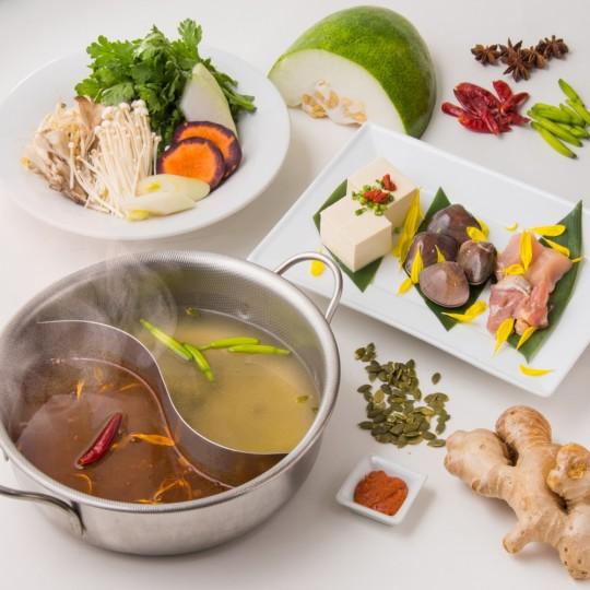 和漢食材が溶け込んだ特製薬膳スープ【食べてめぐらせるダイエット鍋】