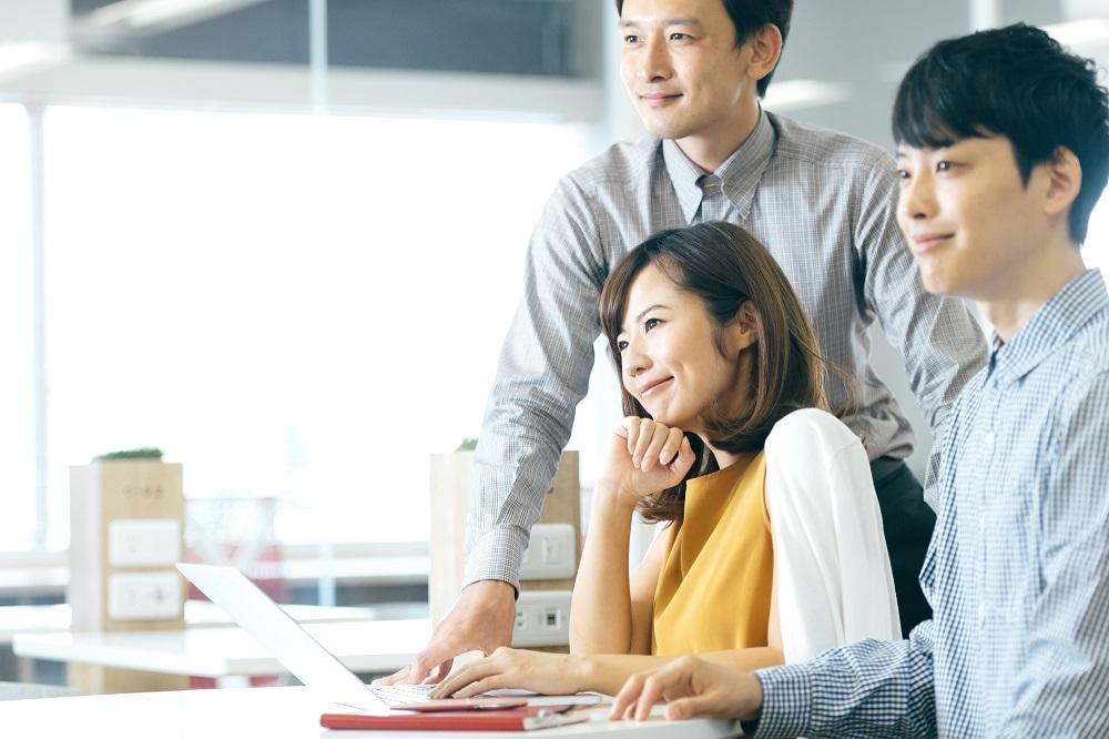(4)会社の男性とやたらと仲良くする