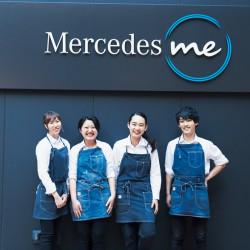 あの「メルセデス・ベンツ」のカフェでバイトしてるコ達が超イケてる!