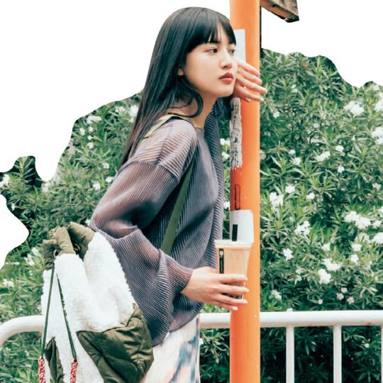 簡単に女っぽ見えするシアートップスコーデ♡【韓国ECで買ったものだけで1カ月着回し】